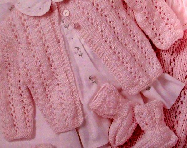 4-Piece Baby Suit (sweater, booties, cap, blanket)- Knitting Pattern